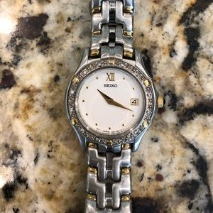 Seiko ladies watch diamond bezel face